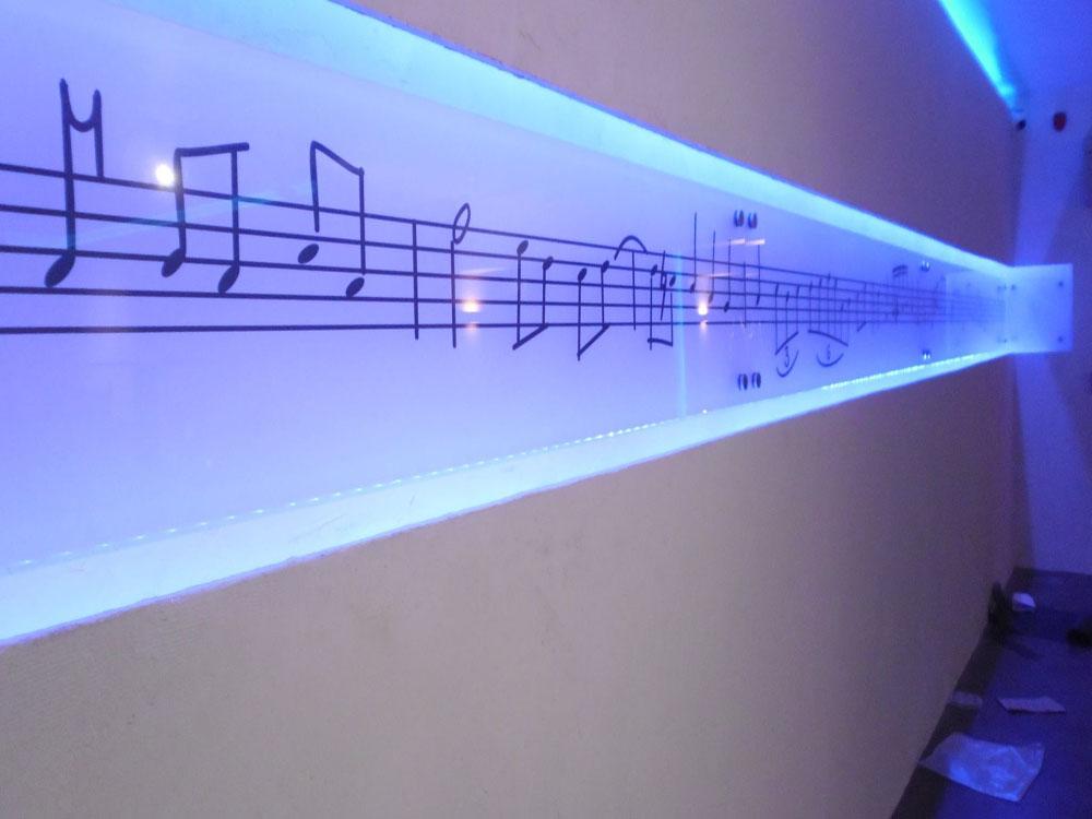 Ψηφιακά εκτυπωμένος υαλοπίνακας σε επαγγελματικό χώρο